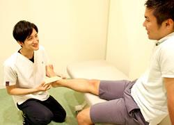 鳴門市鳴門坂口鍼灸整骨院:捻挫のテーピング施術写真