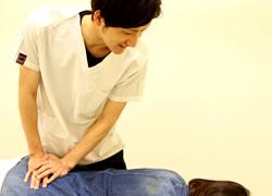 鳴門市鳴門坂口鍼灸整骨院:腰痛施術の写真